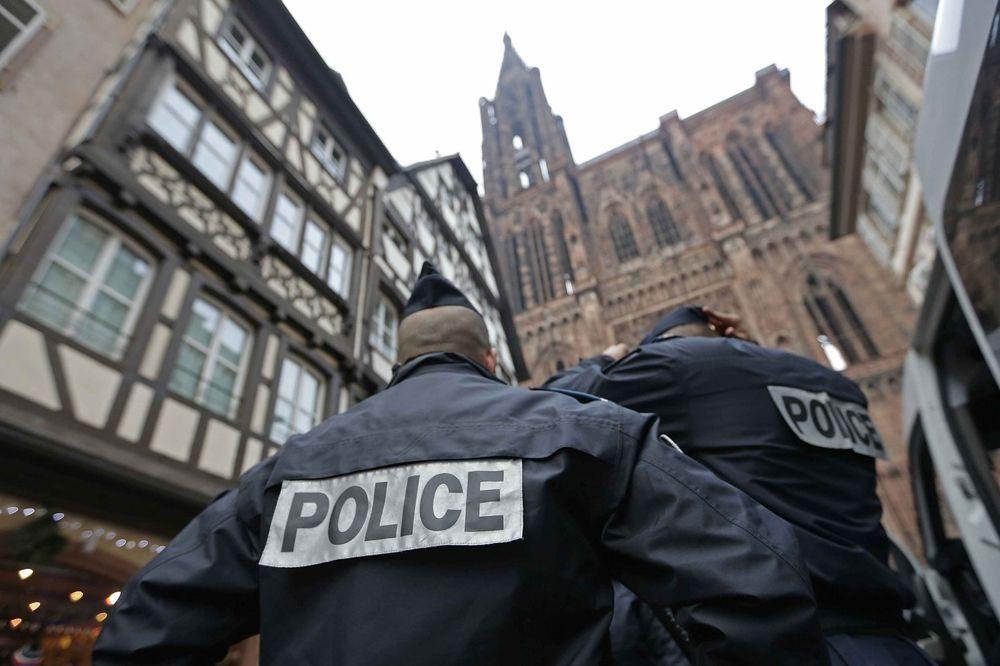 VIŠE OD 100 POLICAJACA UPALO U GUGL: U toku racija zbog moguće utaje poreza od 1,6 milijardi evra!