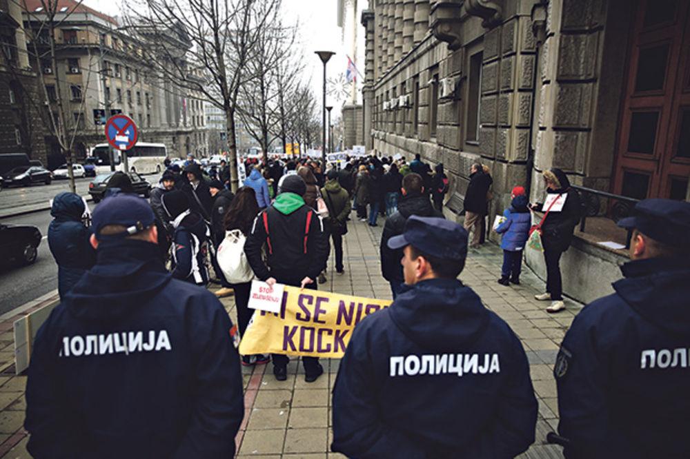 PROTEST ZBOG ŠVAJCARACA: Dužnici u nedelju ispred Vlade Srbije