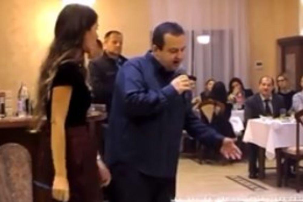(VIDEO) RASPOJASANI MINISTAR: Dačić svetskim zvanicama OEBS-a pevao narodnjake