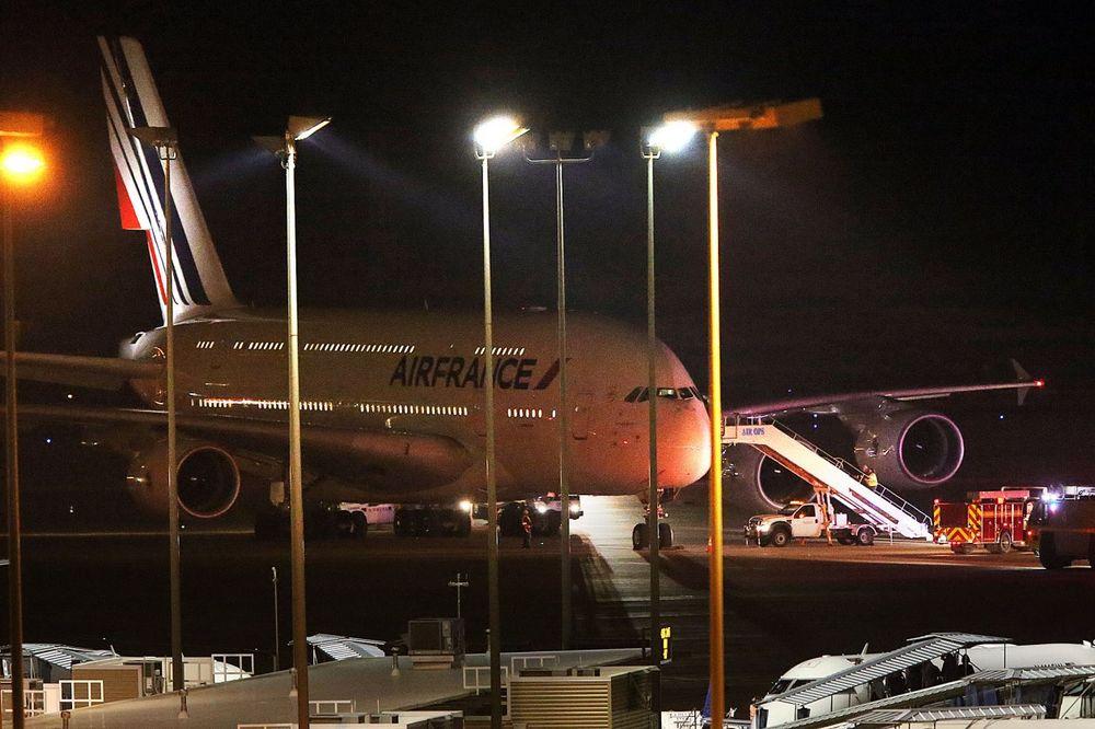 DŽABA VIKALI VUK: Dojava o bombi u avionu Er Fransa bila lažna uzbuna