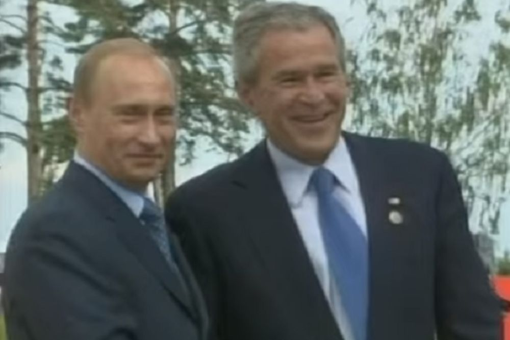 Vladimir Putin i Džordž V. Buš: Kao u krugu porodice (Foto: Printscreen YouTube)