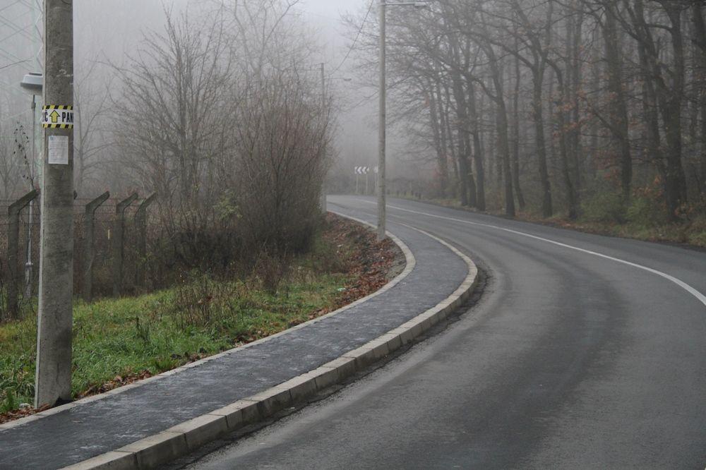 VOZAČI, OPREZ: U planinama i dolinama odroni, budite pažljivi!