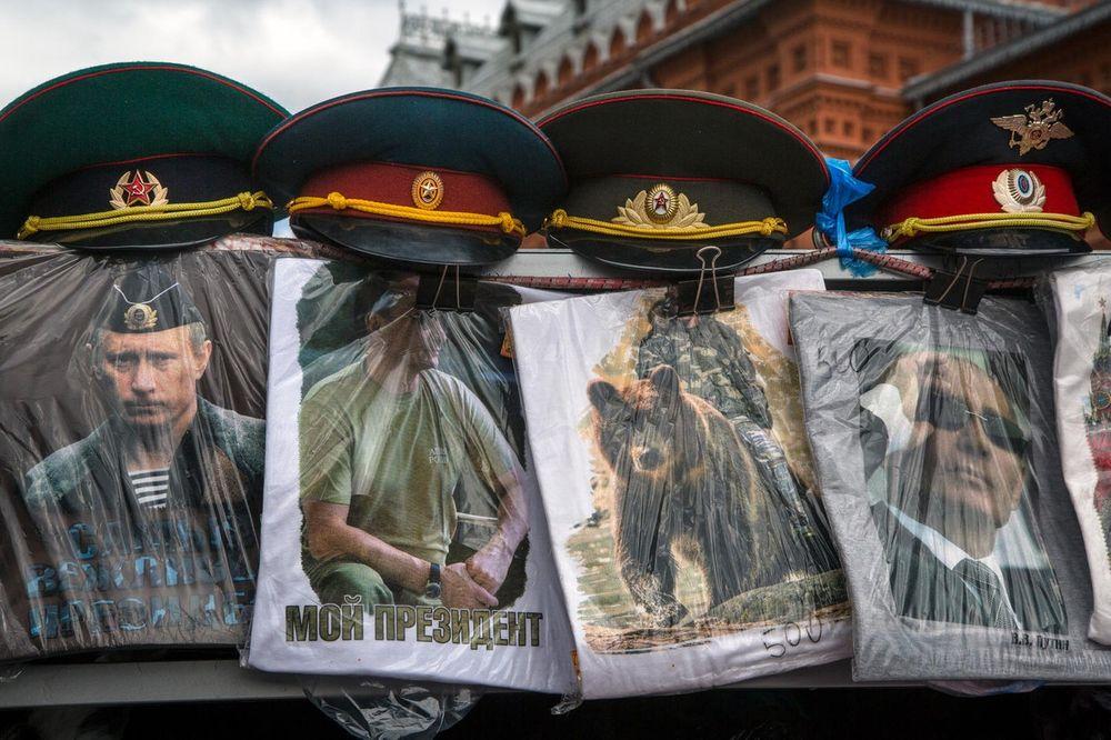 PARADOKS: Rusi ne mogu da prave antiturske majice jer je tekstil iz Turske