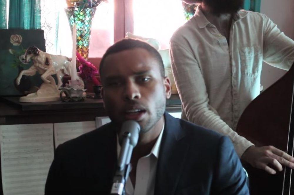 (VIDEO) AMERIKANAC PONOVO BRILJIRA: Poslušajte kako peva pesmu Žute dunje