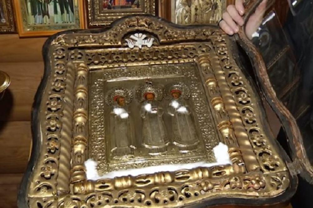 Ikona Svetih Carskih Mučenika je prva počela da toči miro 22. juna (Foto: Printscreen YouTube)