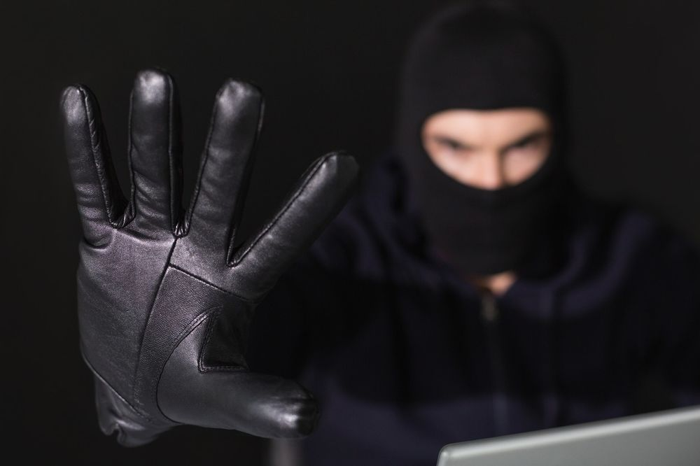 NAJSMEŠNIJA PLJAČKA VEKA U VALJEVU: Razbojniku se plastični pištolj raspao pred šalterom!