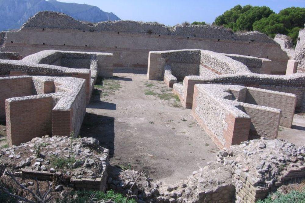 Ostaci Tiberijeve vile na ostrvu Kapri, Foto: Wikipedia