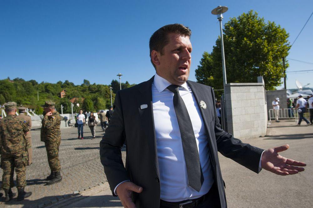 DURAKOVIĆU, SRAM TE BILO: Načelnik Srebrenice šokirao javnost skandaloznim porukama premijeru Srbije