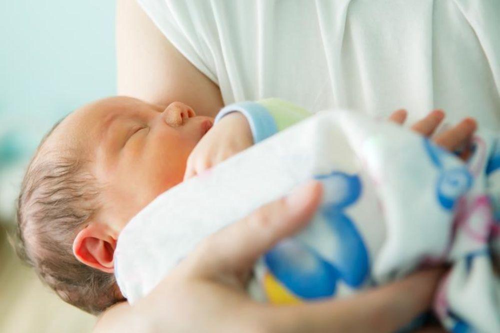 Beba,novorođenče foto Shutterstock