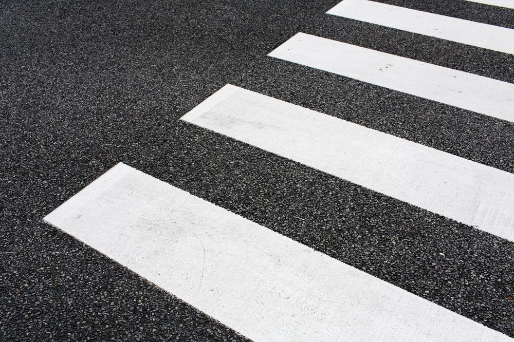 UMALO TRAGEDIJA: Autobus na pešačkom udario trudnicu u sedmom mesecu