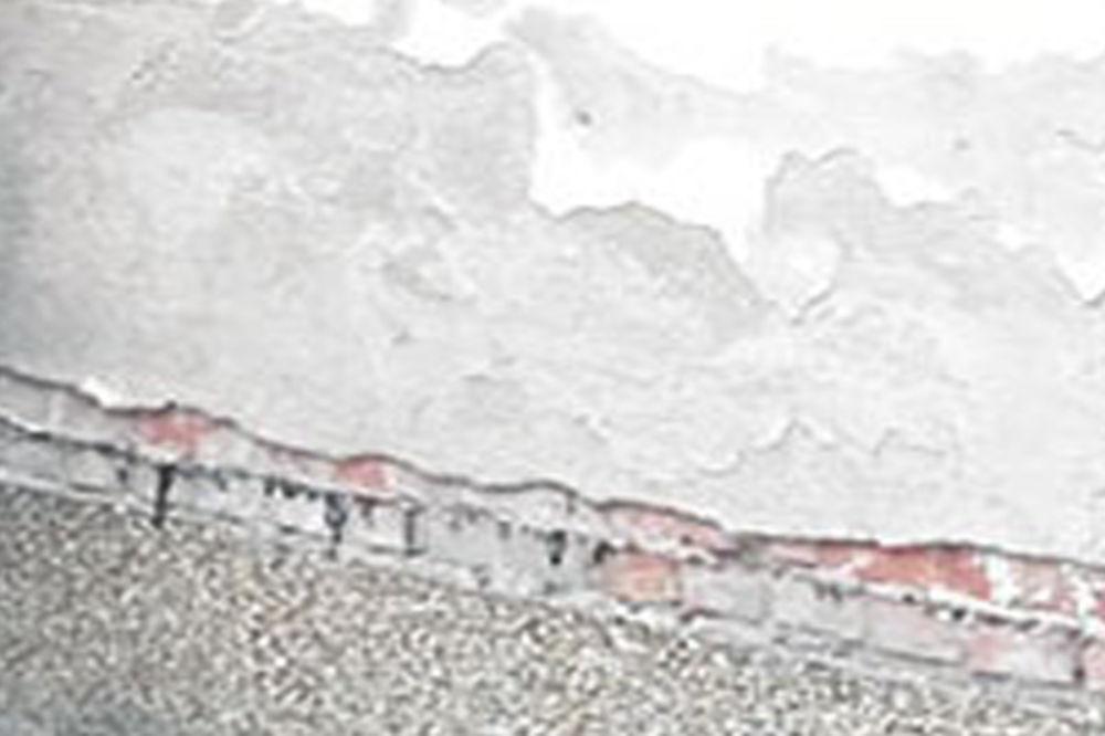 Zid u koji je kao dete šutirao loptu... Mihajlović ispred rodne kuće