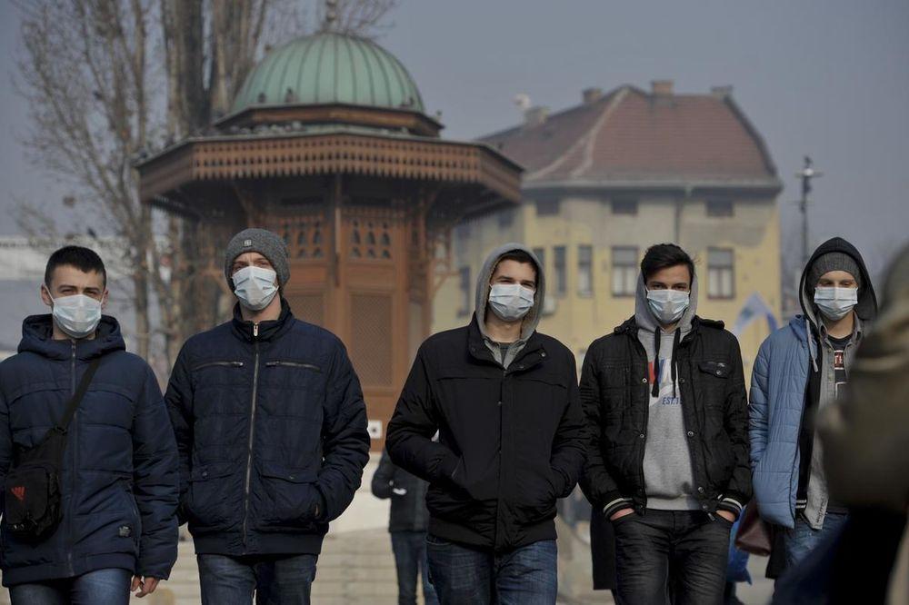 SARAJEVO NA IZDISAJU: Veliki broj građana došao po besplatne maske