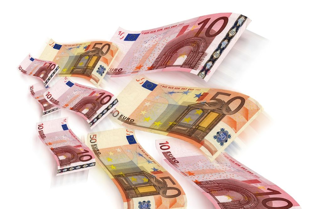 DINAR NASTAVIO RAST: Evro danas 122,5 dinara