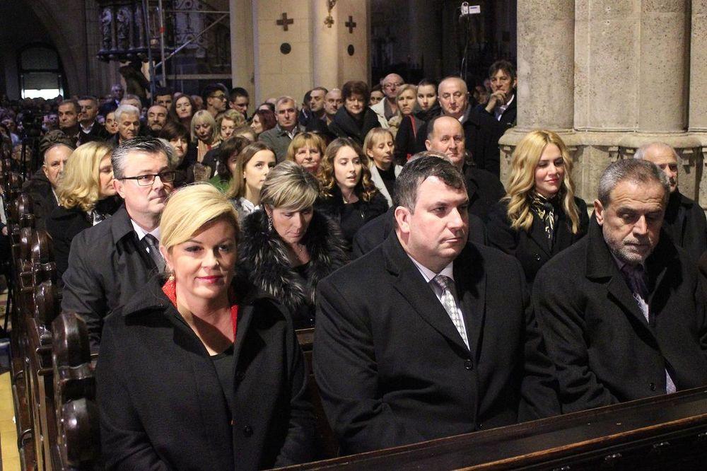 (FOTO) BOŽIĆ U HRVATSKOJ: Predsednica Kolinda sa suprugom i mandatarom na misi u Zagrebu