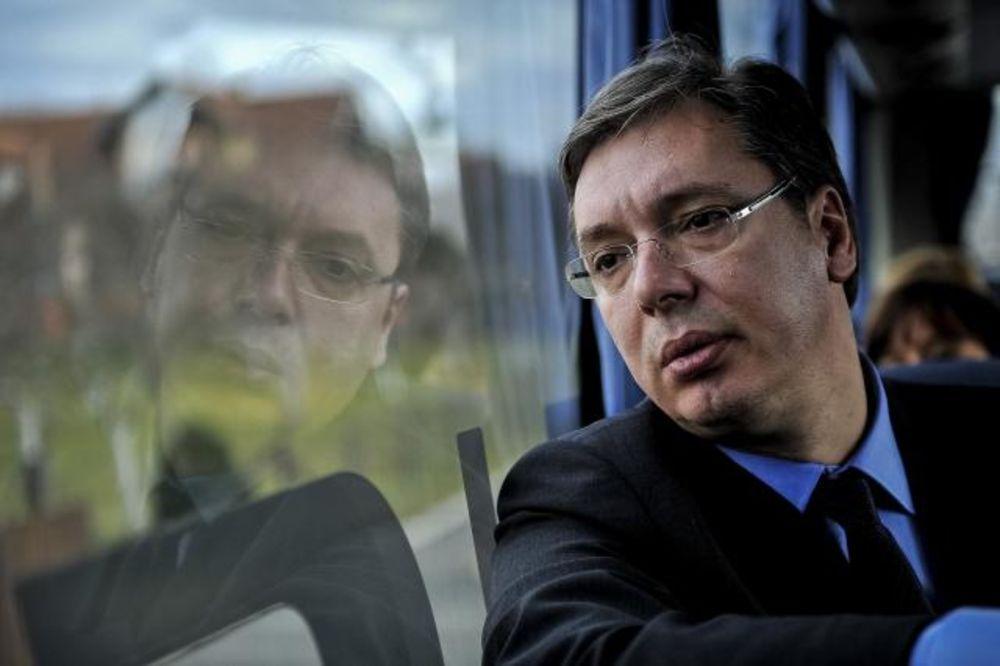Aleksandar Vučić, autobus, Aranđelovac Foto Tanjug Marko Đoković