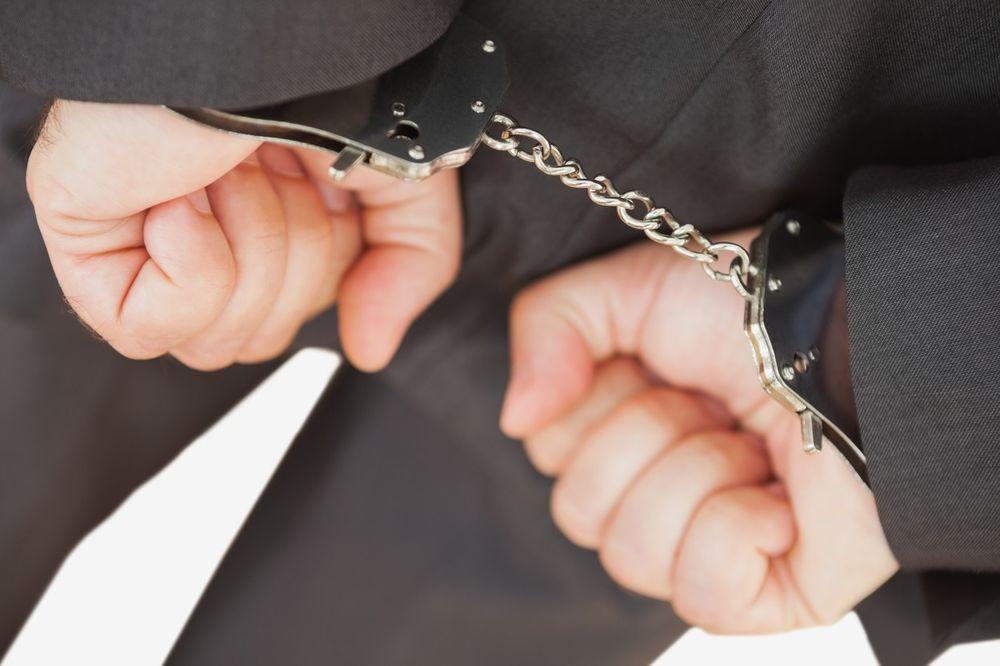 HAPŠENJE U POŽAREVCU: Matičar osumnjičen za unošenje lažnih podataka u izvod i državljanstvo