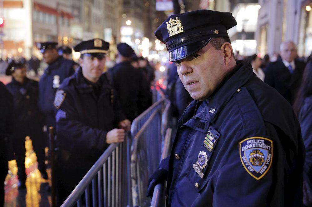 TRAŽI 10 MILIONA DOLARA: Američki policajac prvo ubio tinejdžera, pa sad tuži njegovu porodicu!