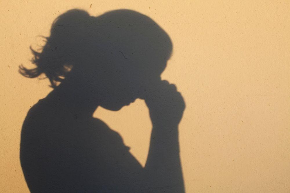 SNIMKE POKLANJALA PEDOFILIMA: Zarađivala tako što je seksualno zlostavljala rođaka (4)