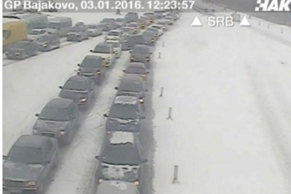 KOLONA NA BATROVCIMA: Na izlazu iz Srbije čeka se 4 sata