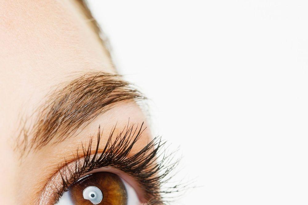 OVO JE MAGIJA: Jednostavan recept za napitak koji vraća vid i sedoj kosi prirodnu boju