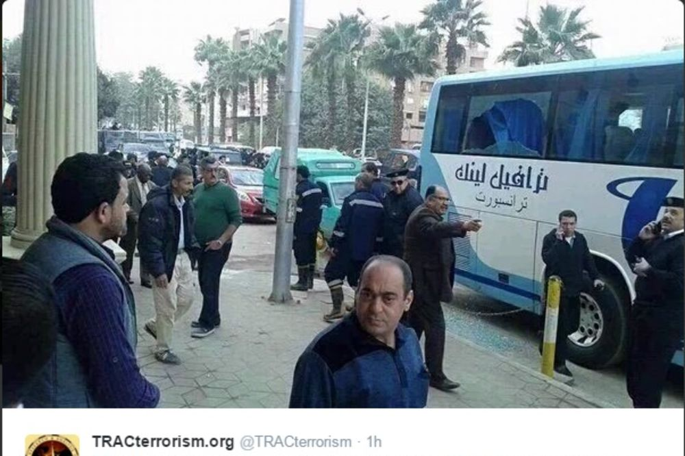(FOTO) NAPAD NA AUTOBUS U KAIRU: Pucano na turiste u glavnom gradu Egipta
