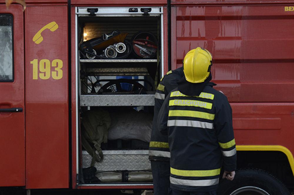 IZGORELA GARSONJERA U SEVOJNU: Vrata obijena, provalnik podmetnuo požar?!