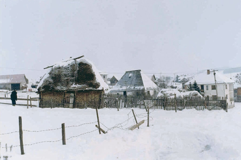 BELA SMRT: Starci umrli od hladnoće na kućnom pragu
