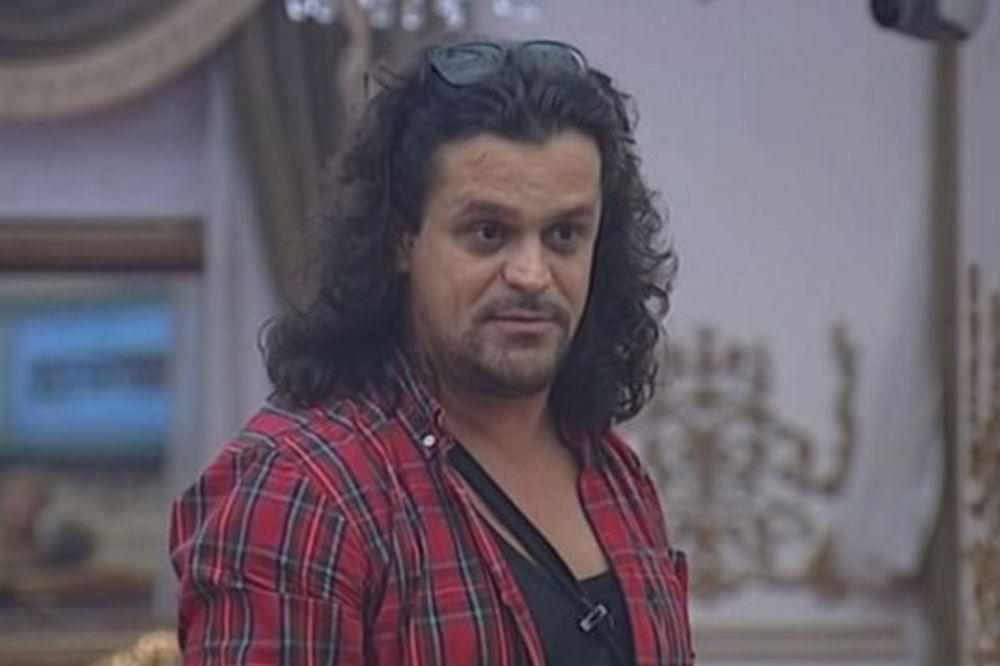 (FOTO) URNEBESNO: Evo kako bi Čupo izgledao bez kose!