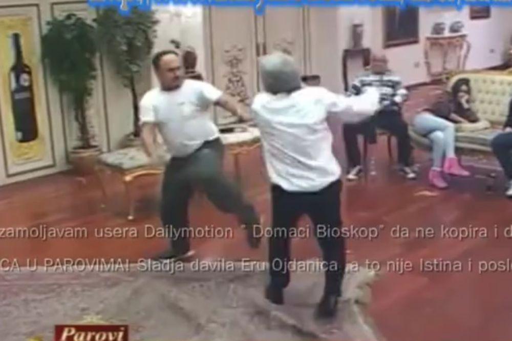 (VIDEO) ZMAJ POLUDEO: Počeo da bije gosta u Parovima, Čupo i Vuk ga jedva obuzdali!