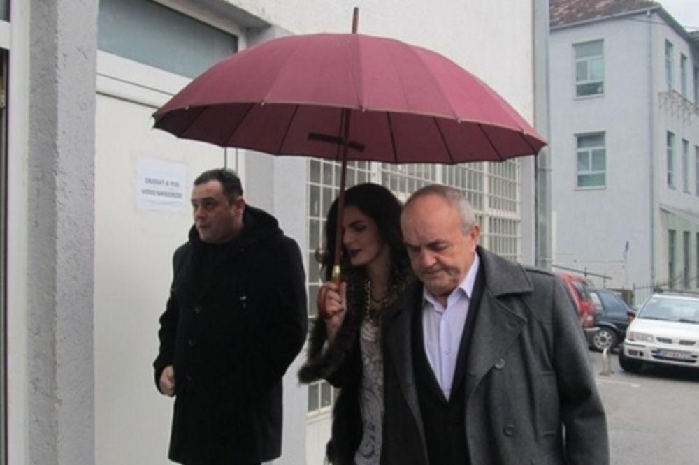 Lekar Tomislav Jeremić stiže na suđenje (foto printscreen vijesti.me/Jadranka Ćetković)