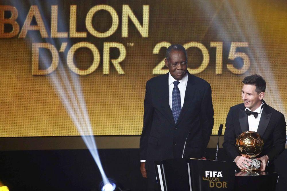 (FOTO, VIDEO) ZLATNA LOPTA PRIPALA ARGENTINCU: Lionel Mesi peti put najbolji fudbaler sveta