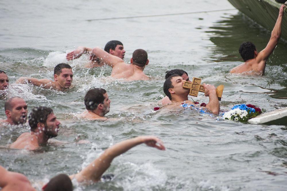 Plivanje za časni krst, Foto: Nemanja Pančić