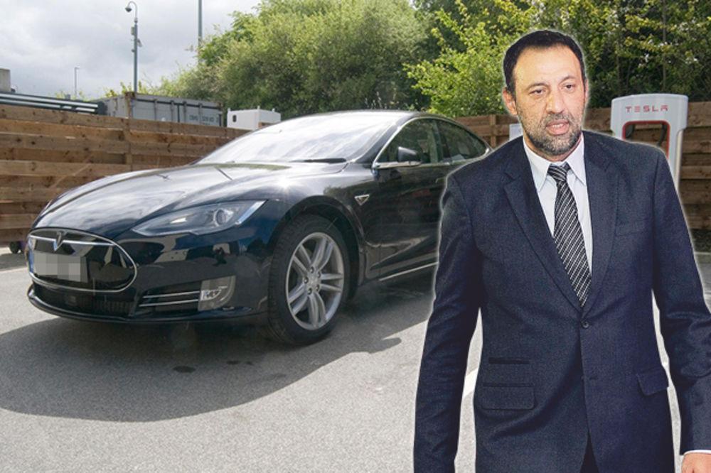 VOZI NA STRUJU: Vlade Divac kupio auto Tesla S