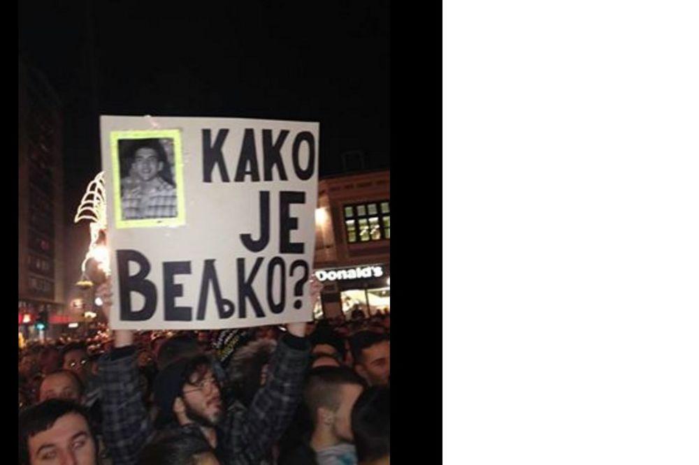 (FOTO) MINIRAO CECIN KONCERT: Na transparentu Kako je Veljko zaradio 3 gajbe piva!