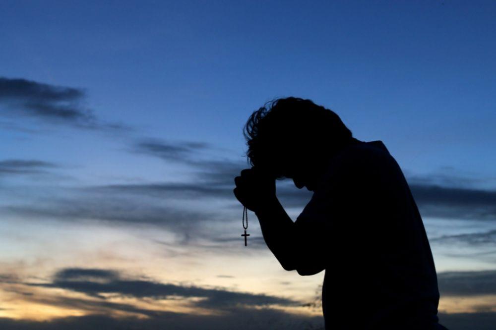 molitva, bog, foto Shutter