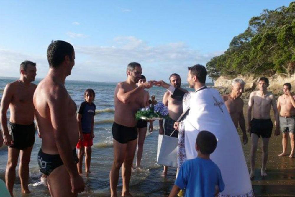 Srbi plivali za Časni krst i na Novom Zelandu: Da nam deca ne zaborave ko su im preci (FOTO)