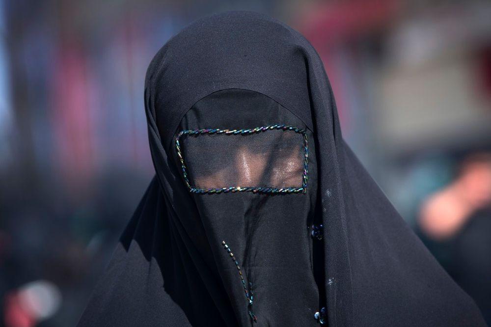 NOVI ISLAMSKI ZAKON U PAKISTANU: Muškarci treba da biju žene, dovoljan je mali štap