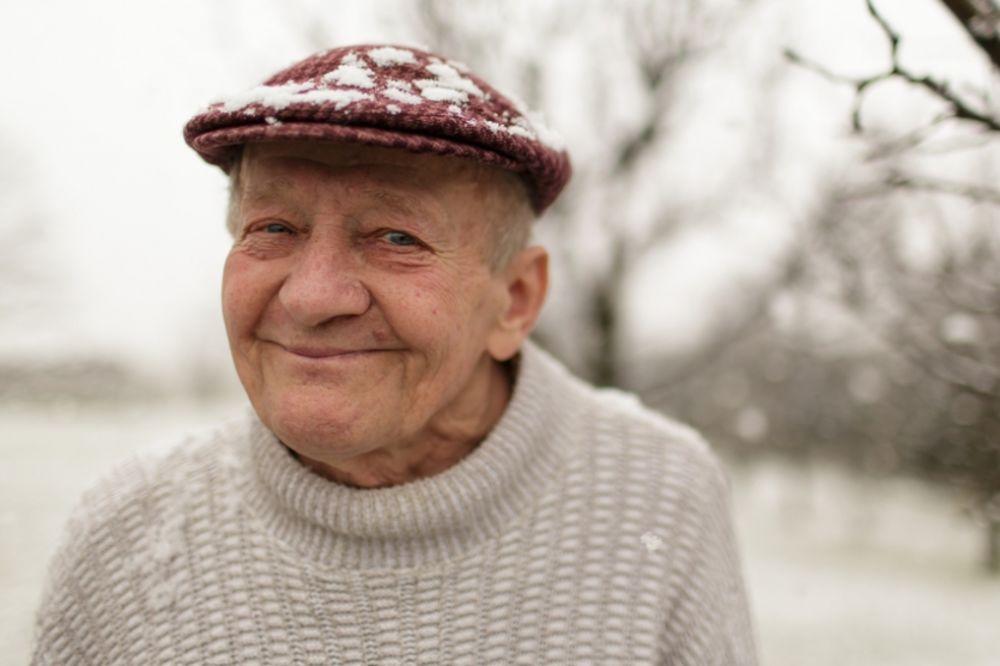 50 godina trpeo strašne migrene: Deka (79) pronašao neverovatan lek za glavobolju!