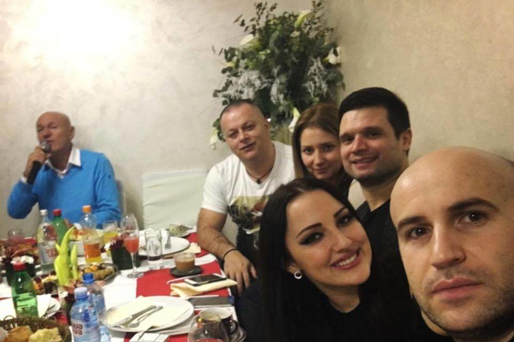 (FOTO) UGOSTIO ESTRADU U VILI OD MILION EVRA: Evo kako je Šaban Šaulić proslavio Svetog Jovana!