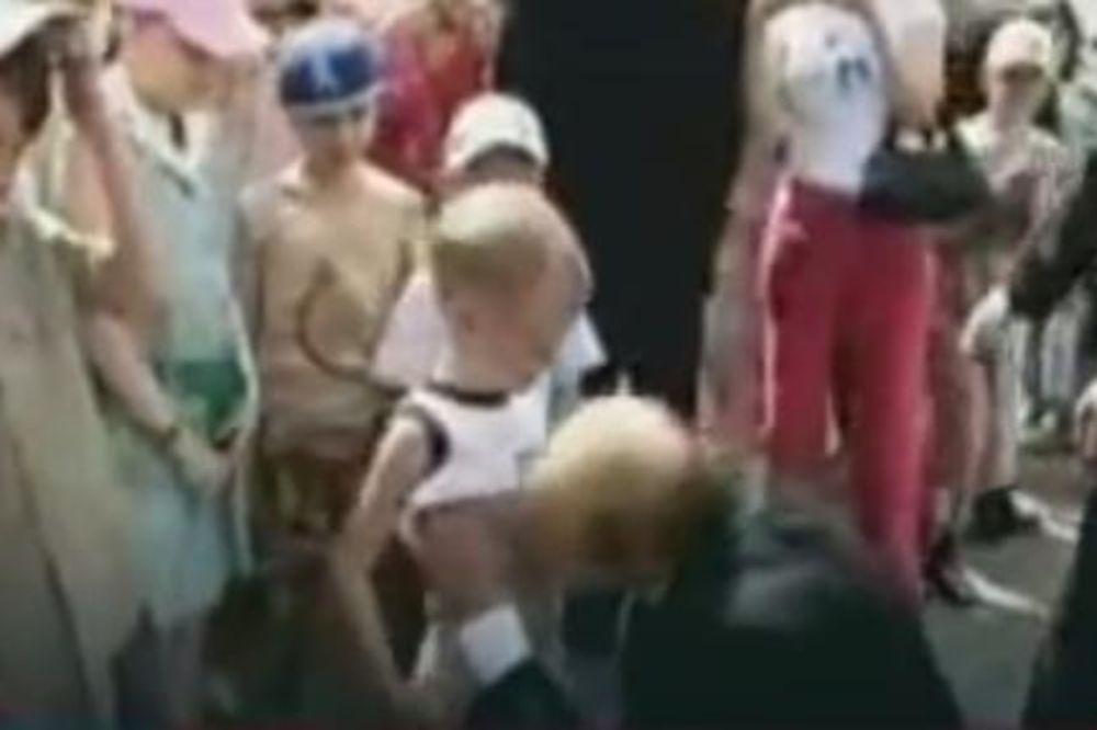 PUTINOV POLJUBAC: Zbog ovog snimka je Litvinjenko optužio ruskog predsednika da je pedofil
