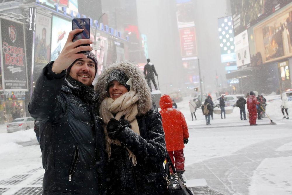 Njujor: Ništa bez selfija usred snežne oluje (Foto: Reuters)