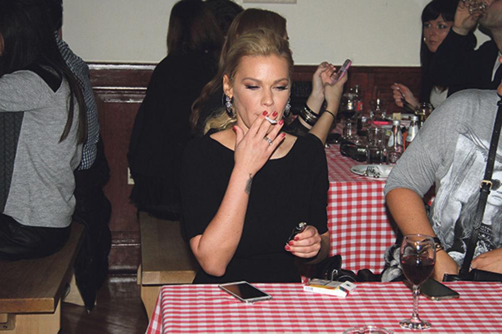 PEVAČICA ČVRSTO REŠILA DA OSTAVI CIGARETE: Bekvalčeva na laserskom odvikavanju od pušenja