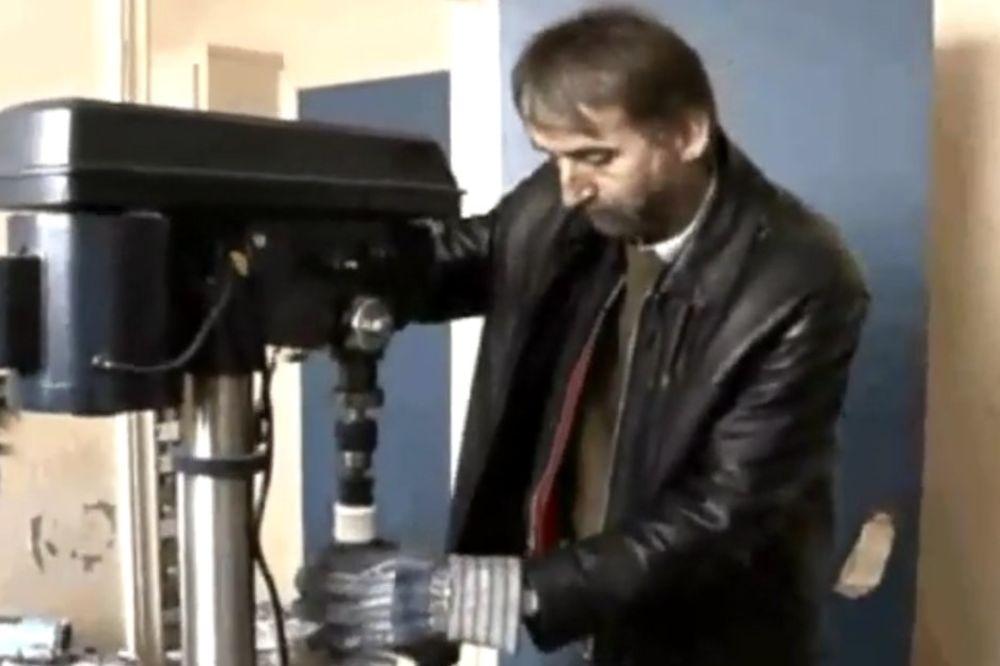 (VIDEO) OD STARIH LIMENKI NAPRAVIO SOLARNE PANELE: Džim Minei našao način da uštedi novac