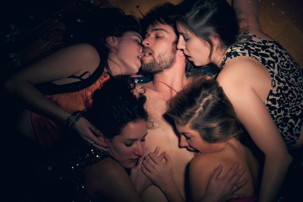 ORGIJAMA ŠIRE SIDU PO SRBIJI: Morbidna igra seks-rulet - učesnici menjaju partnere, a jedan ima HIV!