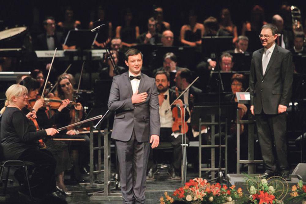 UMETNIK PROPADA U SRBIJI: Popravlja kombajne i peva operske arije
