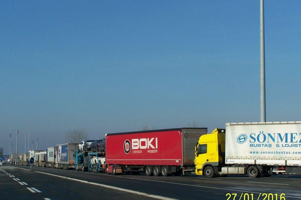 HRVATIMA OPET PAO SISTEM: Kolona kamiona na prelazima Batrovci i Šid