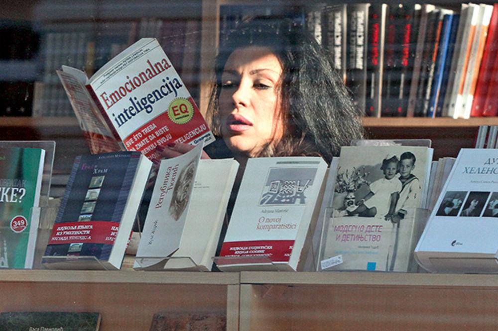 Priprema se za kurs psihologije: Vendi kupuje stručnu literaturu