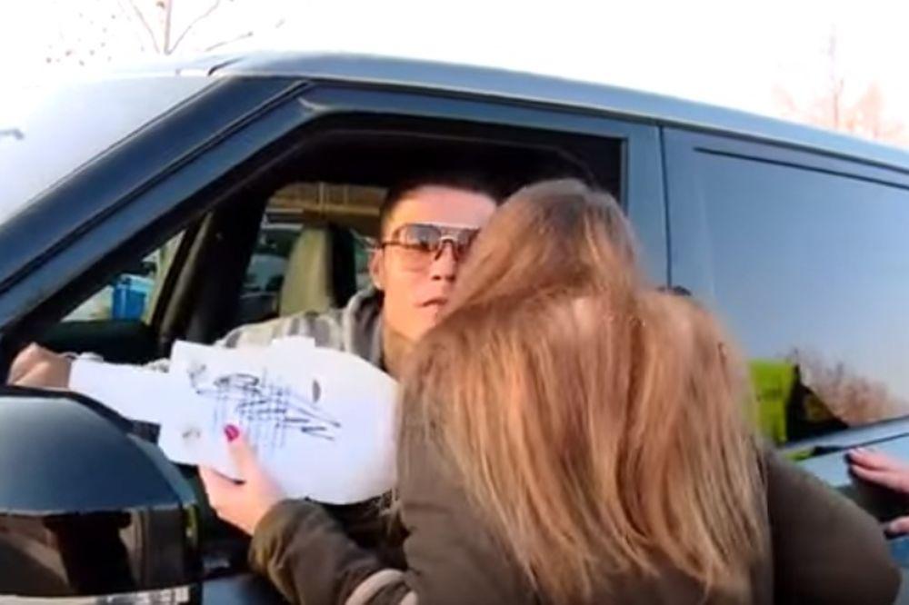(VIDEO) Navijačica Reala pitala Ronalda da li može da ga poljubi, a evo kako je fudbaler odgovorio