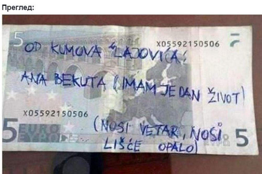 JOŠ JEDNA HIT FOTKA: Kad kum naruči pesmu za 5 evra!