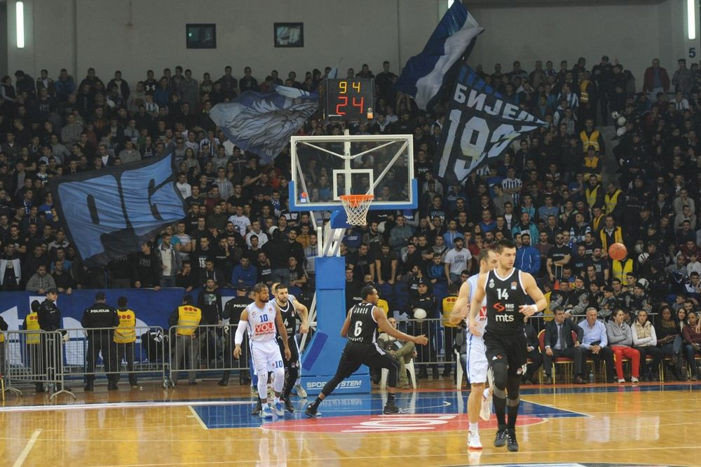(VIDEO) ZABROJALI SE: Košarkaši Budućnosti sa šestoricom krenuli na Partizan!